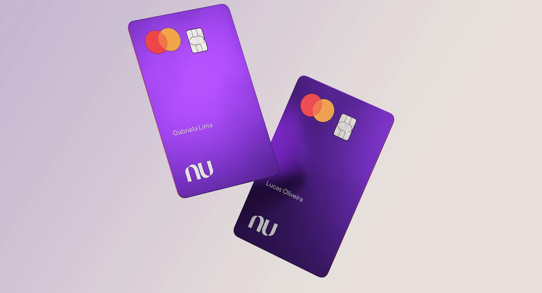imagens do cartão Nubank em um fundo claro