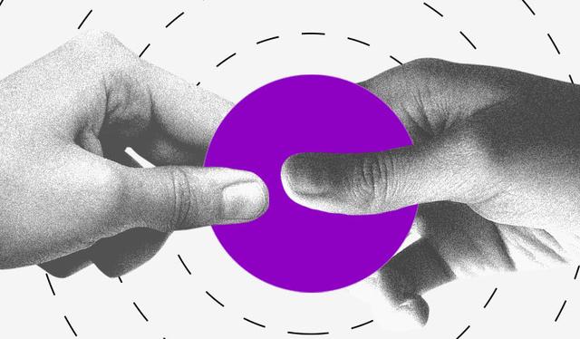 Rendimento da poupança: duas mãos segurando um círculo roxo