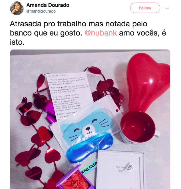 Presentes, cartinha e balão de coração