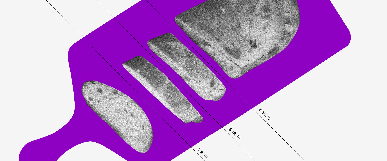 Tarifas bancarias: um pão partido em várias fatias sobre uma tábua roxa