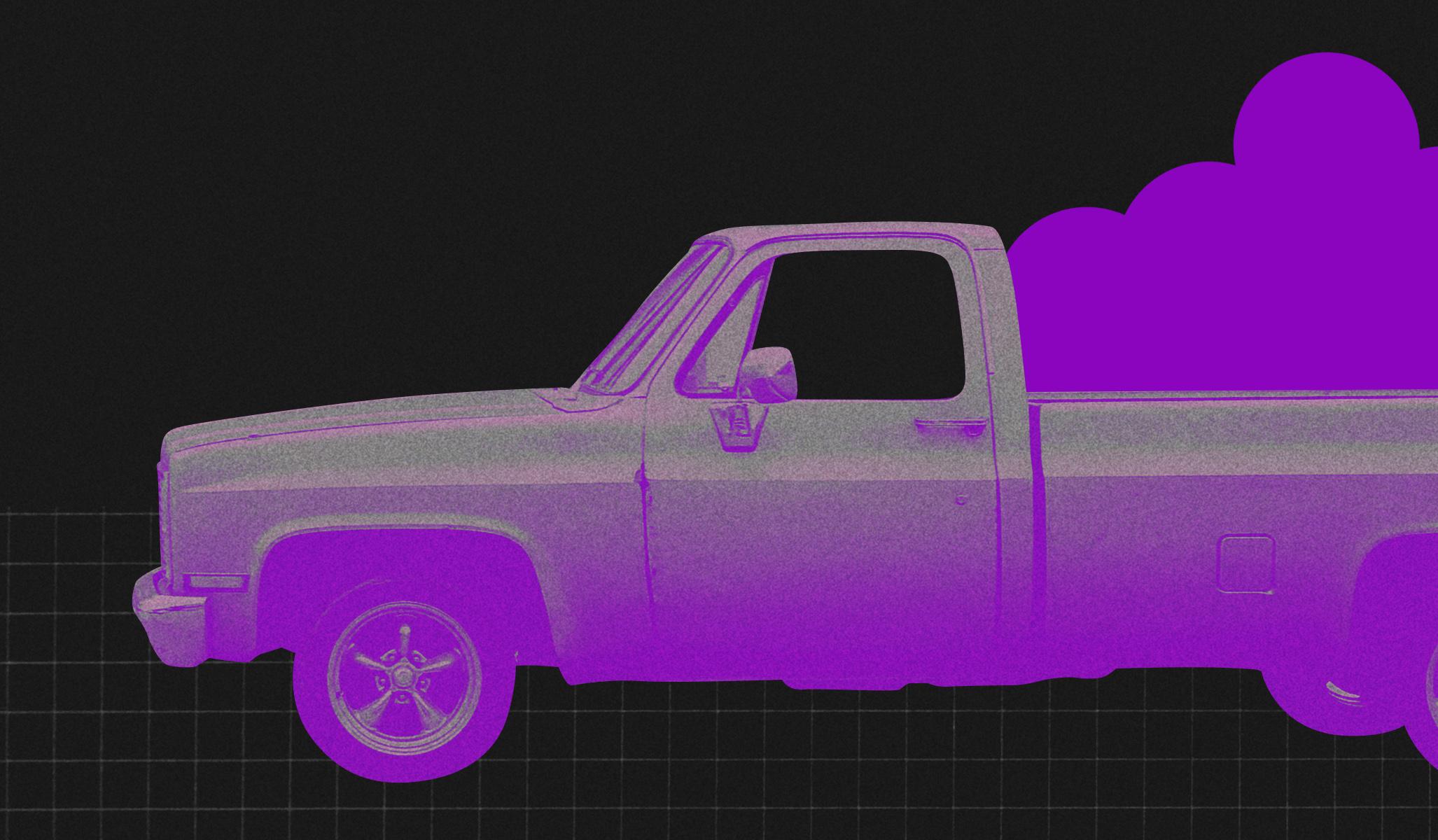 Consumismo: caminhonete roxa carregando várias bolas roxas em um fundo preto