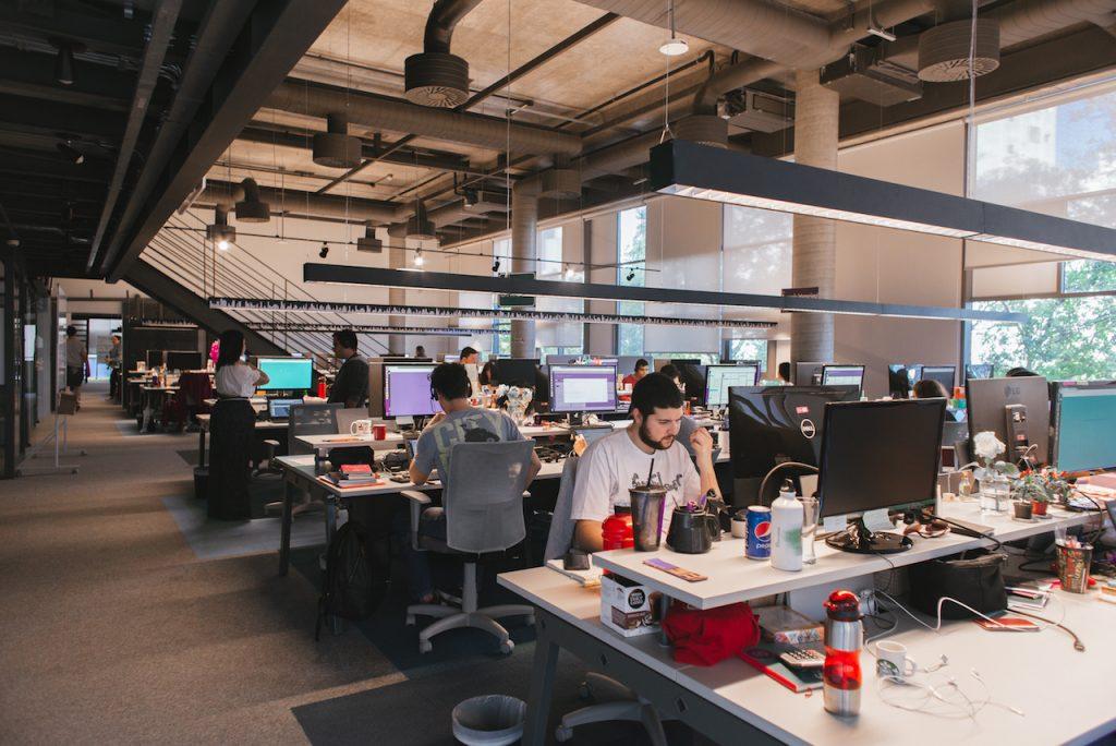 Foto interna do escritório do Nubank