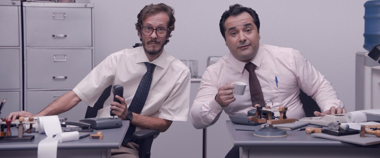 TED Bear: dois homens em escritório olham para a câmera com uma expressão de curiosidade.