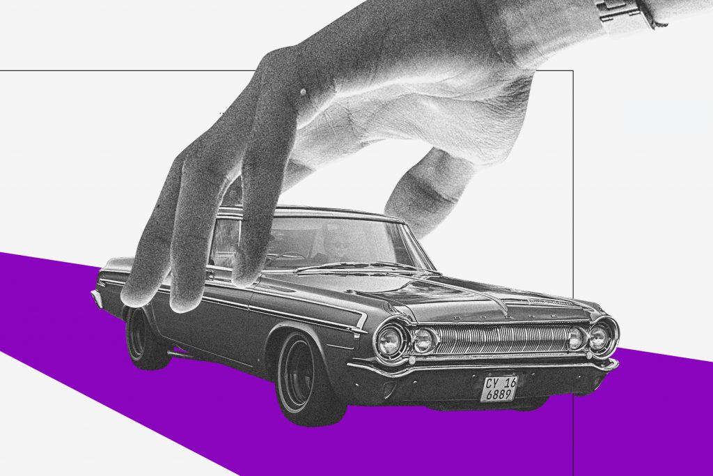 Renda extra: ilustração mostra mão segurando carro sobre pista roxa