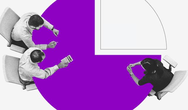 Renda extra: ilustração mostra três pessoas vistas de cima sentadas em uma mesa roxa