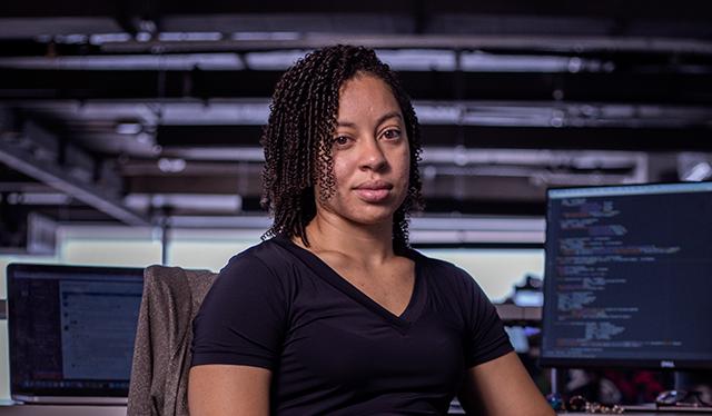 Mulheres que reinventam o possível: fotografia de Bel, engenheira de software no Nubank.