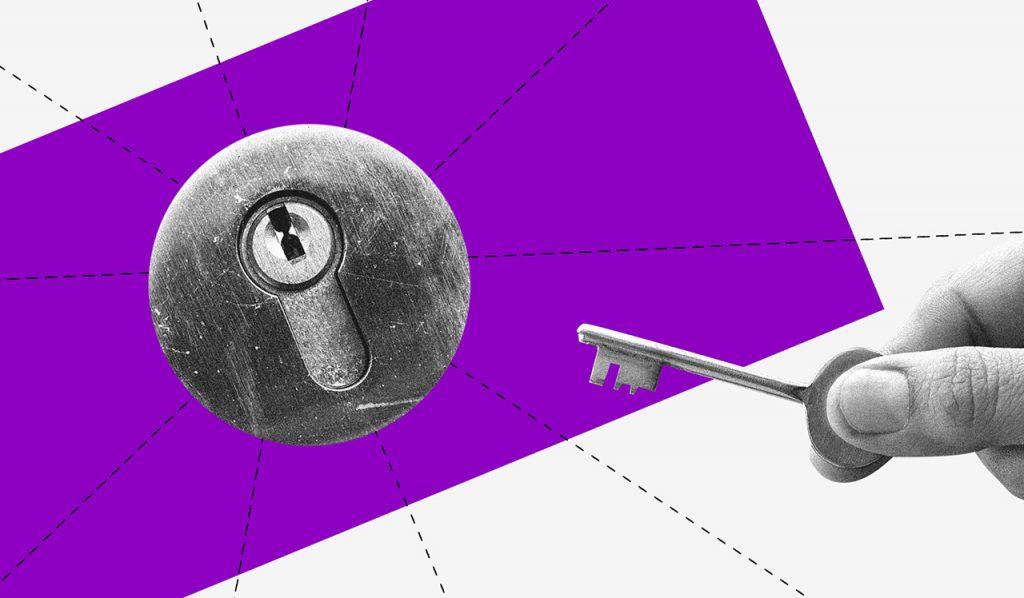 O que é criptomoeda: imagem em preto e branco de uma fechadura em frente a um retângulo roxo. Uma mão segurando uma chave se aproxima dela.