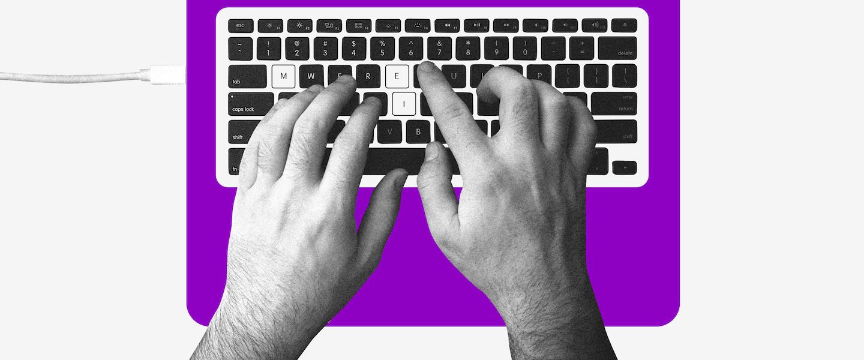 Auxílio emergencial: duas mãos digitando, em destaque a sigla MEI