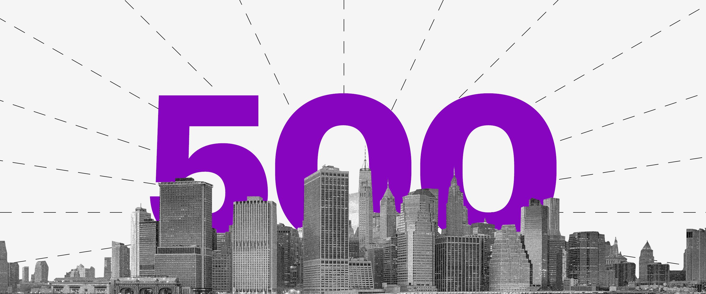 Imagem de prédios dos Estados Unidos e o número 500 em roxo.