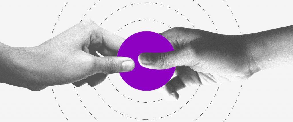6a parcela auxílio emergencial bolsa família: duas mãos segurando um círculo roxo ao centro