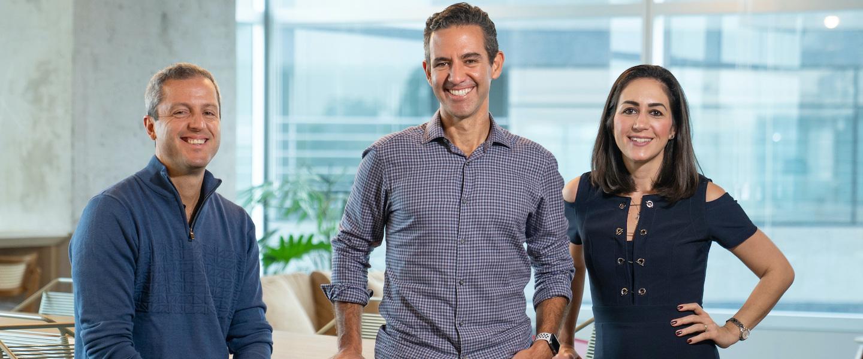 David Velez, Cristina Junqueira e Fernando Miranda posando para a câmera