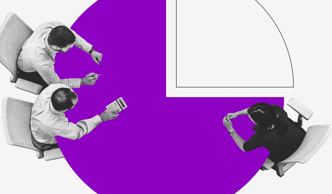 Modelo de orçamento: ilustração vista de cima de duas pessoas sentadas ao redor de uma mesa roxa