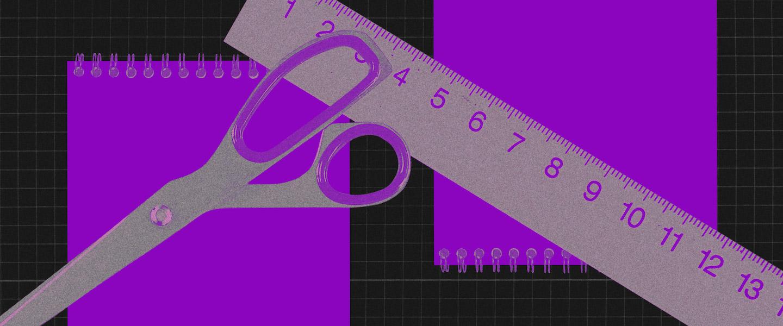 Modelo de orçamento: no fundo preto, colagem de imagens roxas de uma tesoura e uma régua sobre dois cadernos.