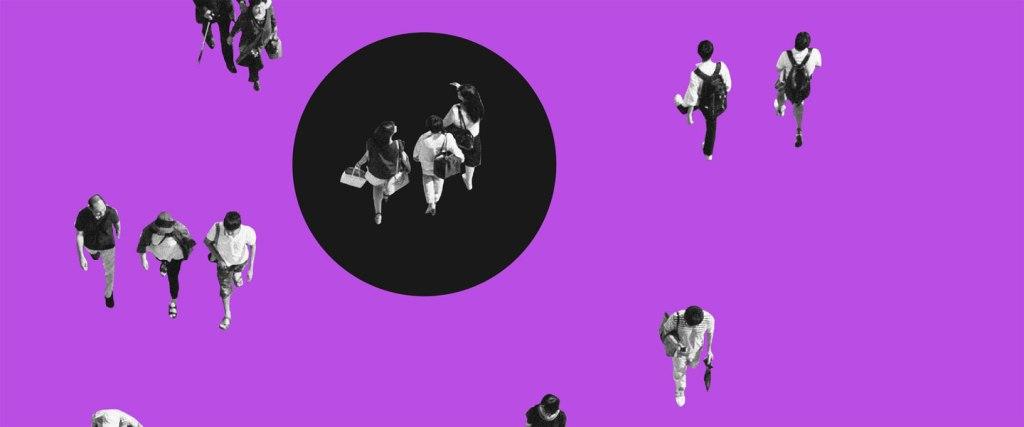 Quem é quem no Pix: Imagem de pessoas andando em um fundo roxo com um círculo preto