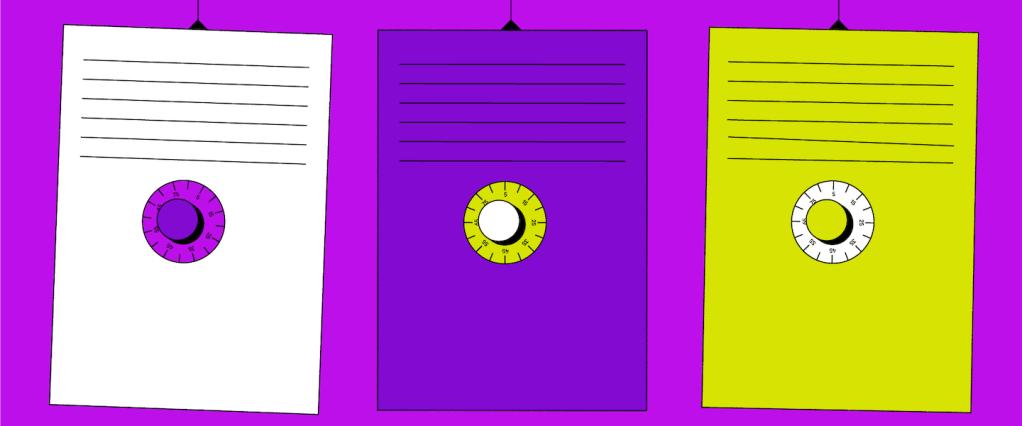 três cofres (branco, roxo escuro e amarelo) pendurados em um fundo roxo