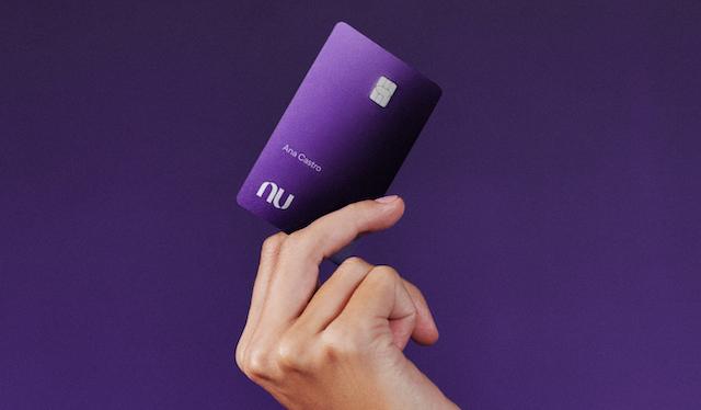 Por que o Nubank Ultravioleta não tem números?