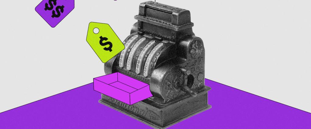 Caixa registradora com uma bandeja colorida, postoem uma mesa roxa e um fundo branco atrás